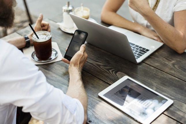 ventajas-y-desventajas-de-tener-aficiones-online-actividad-en-línea