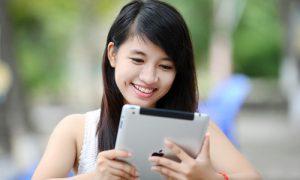 ventajas-y-desventajas-de-tener-aficiones-online-jugando-tablet