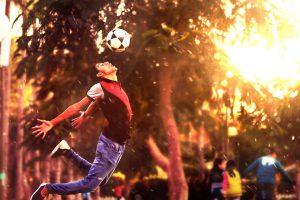 top 5 actividades deportivas que puedes hacer 30 minutos al día niño de fútbol 300x200 - top-5-actividades-deportivas-que-puedes-hacer-30-minutos-al-día-niño-de-fútbol