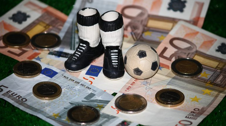 Dinero 770x430 - ¿Puede la pasión por el deporte ser rentable?
